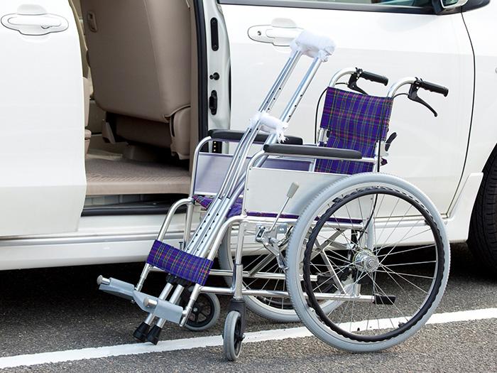 車椅子と車